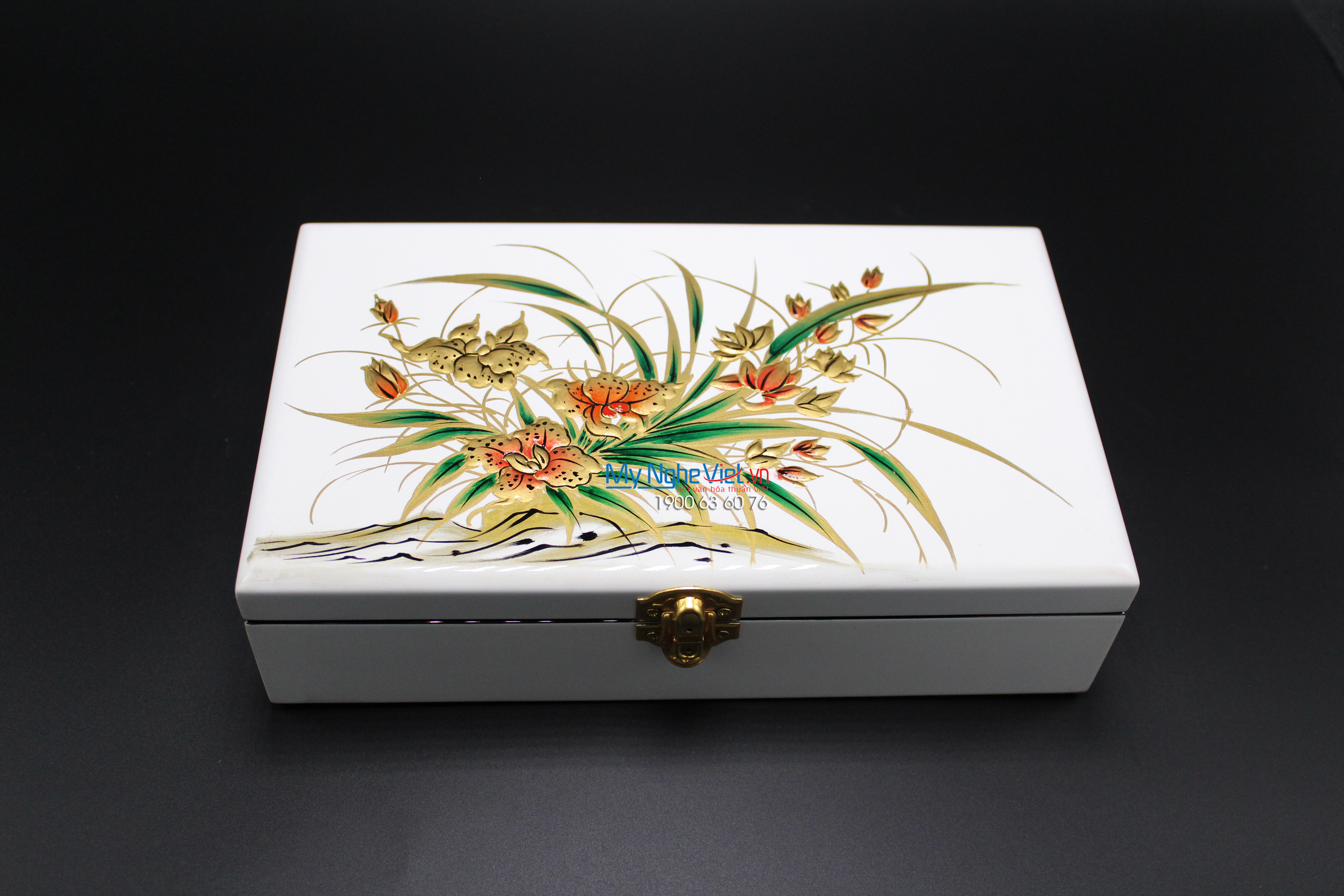 Flower Painting on the White Surface Lacquer Jewellery Box MNV-SPCC009