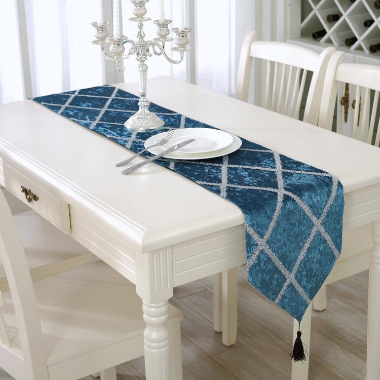 Tablecloth & Pillow