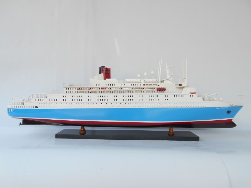 Queen Elizabeth 2 Ship Model - CSQELI2-100P