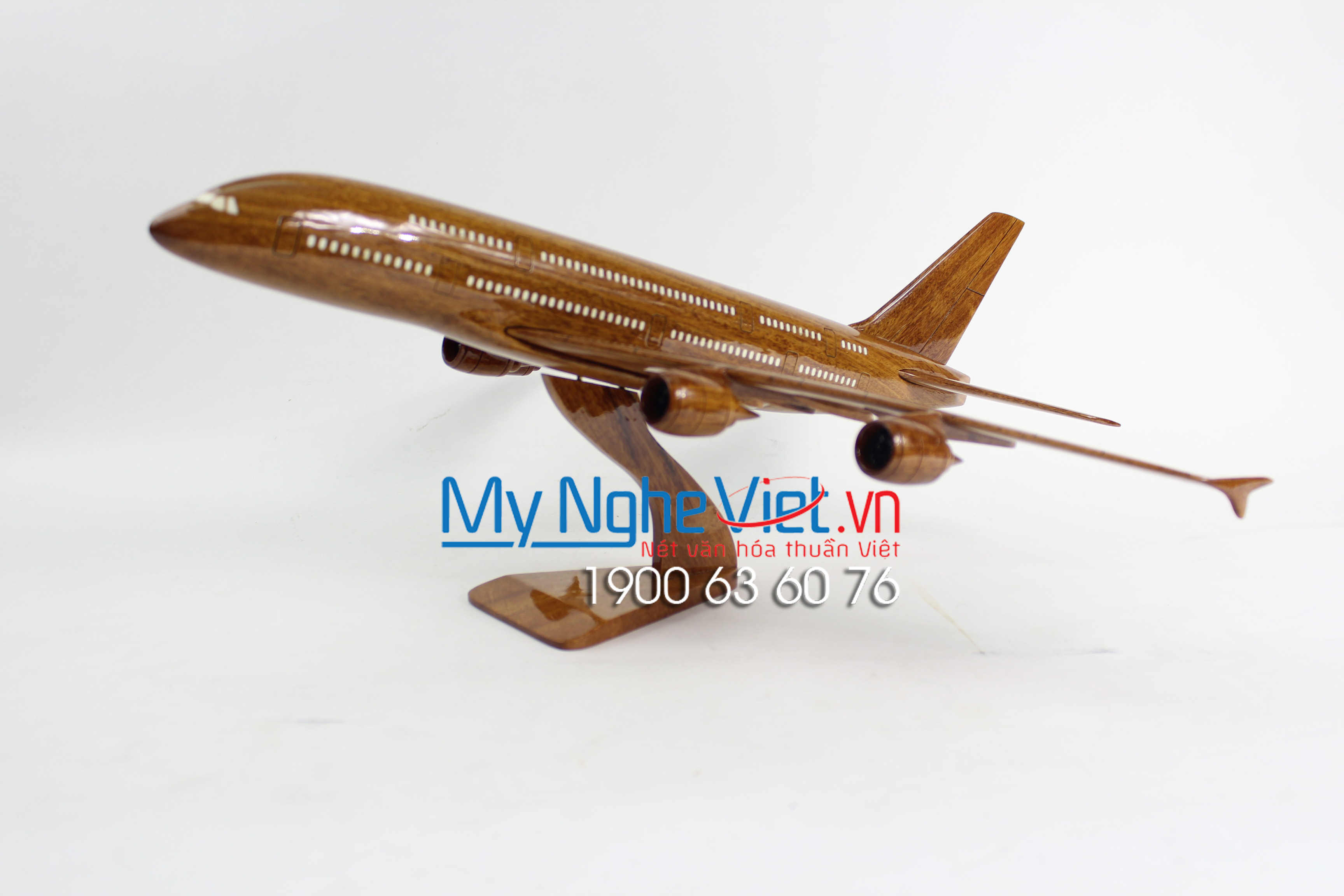 Wood Airline Model A380 MNV-MB04