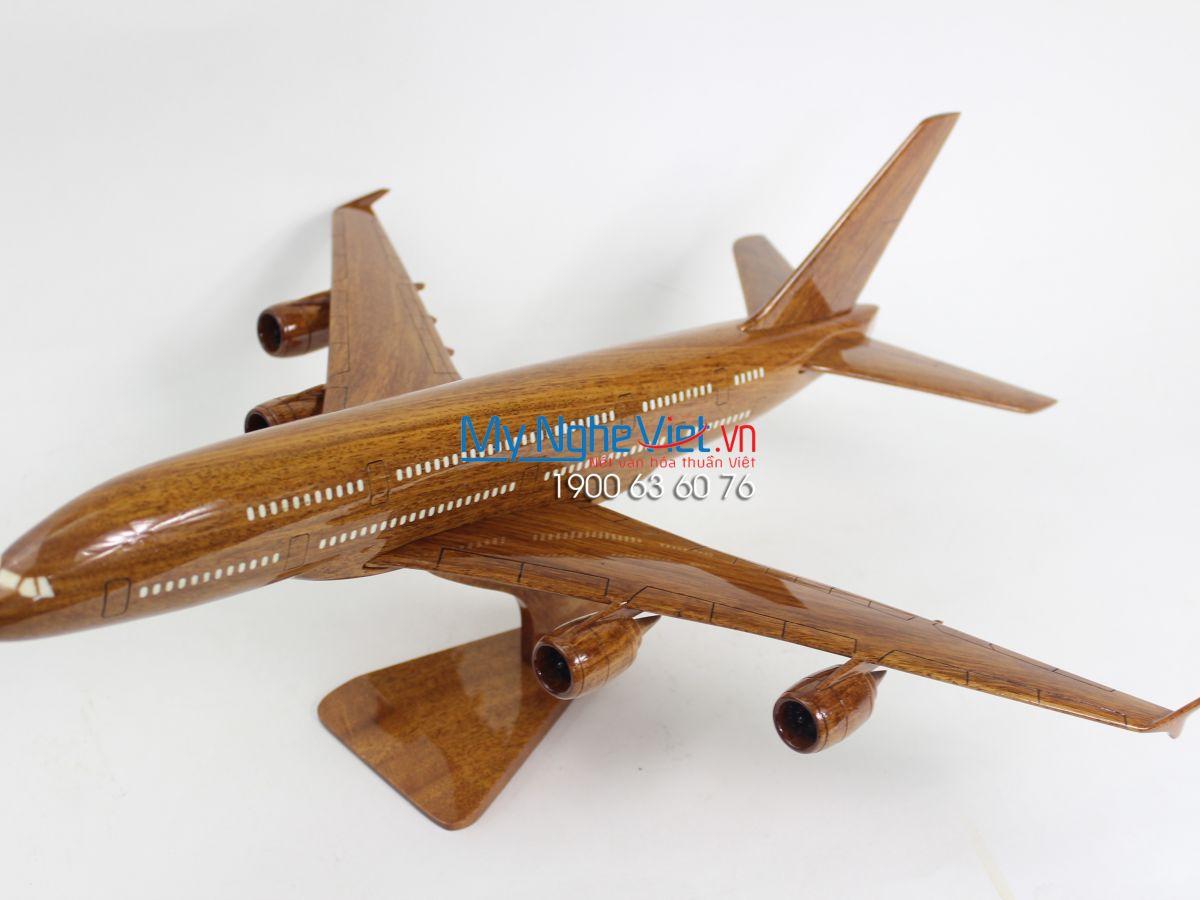 Planes B787 MNV-MB05