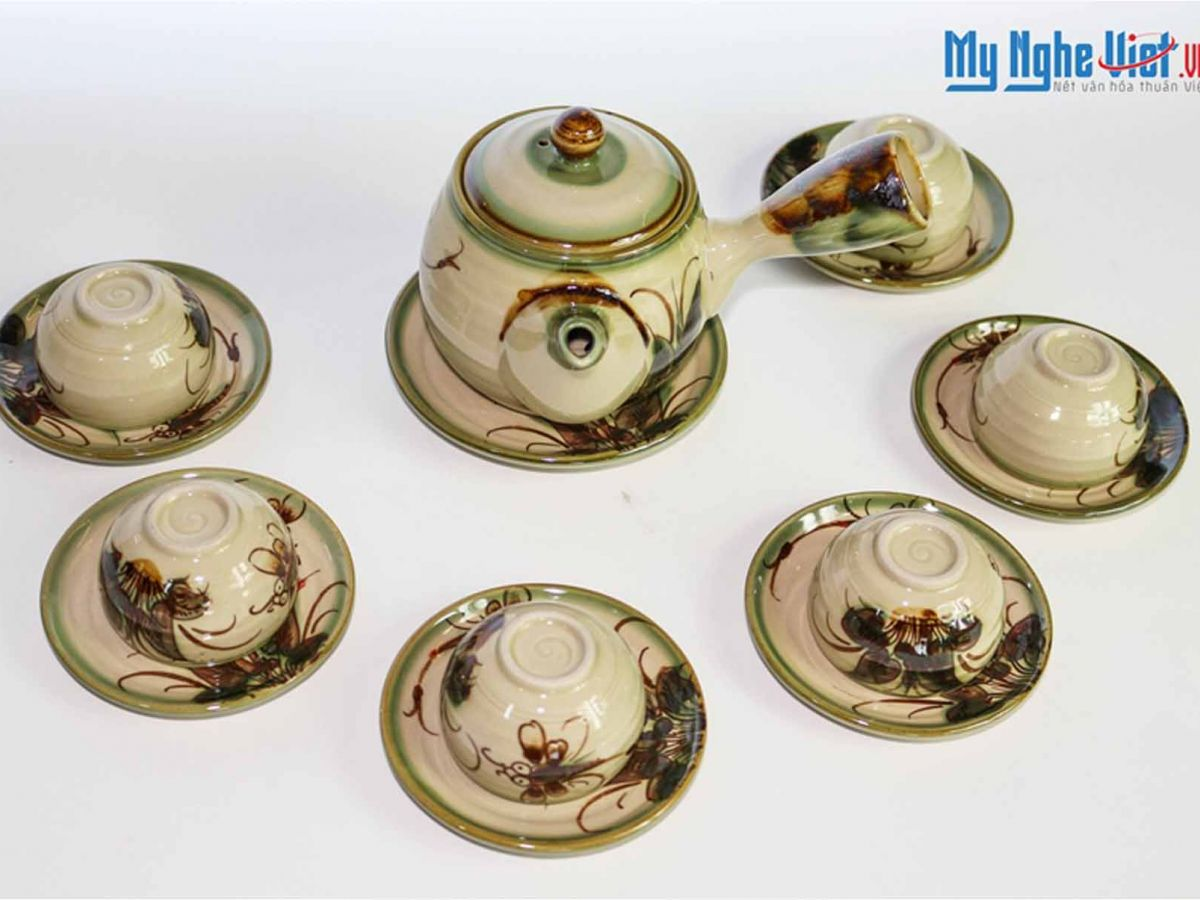 Bat Trang Tea set with Glossy Glaze, Dragonfly Pattern and Banana-shape Strap (large) MNV-TS028B